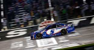 LARSON, EL MILLONARIO DE LA NASCAR