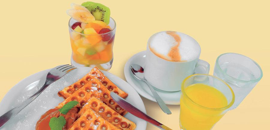 Desayuno con wafles.