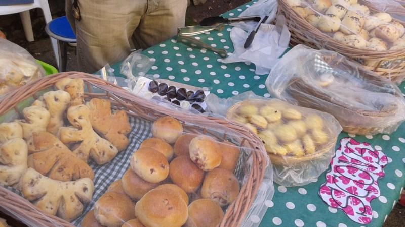 Panes y bombones artesanales.
