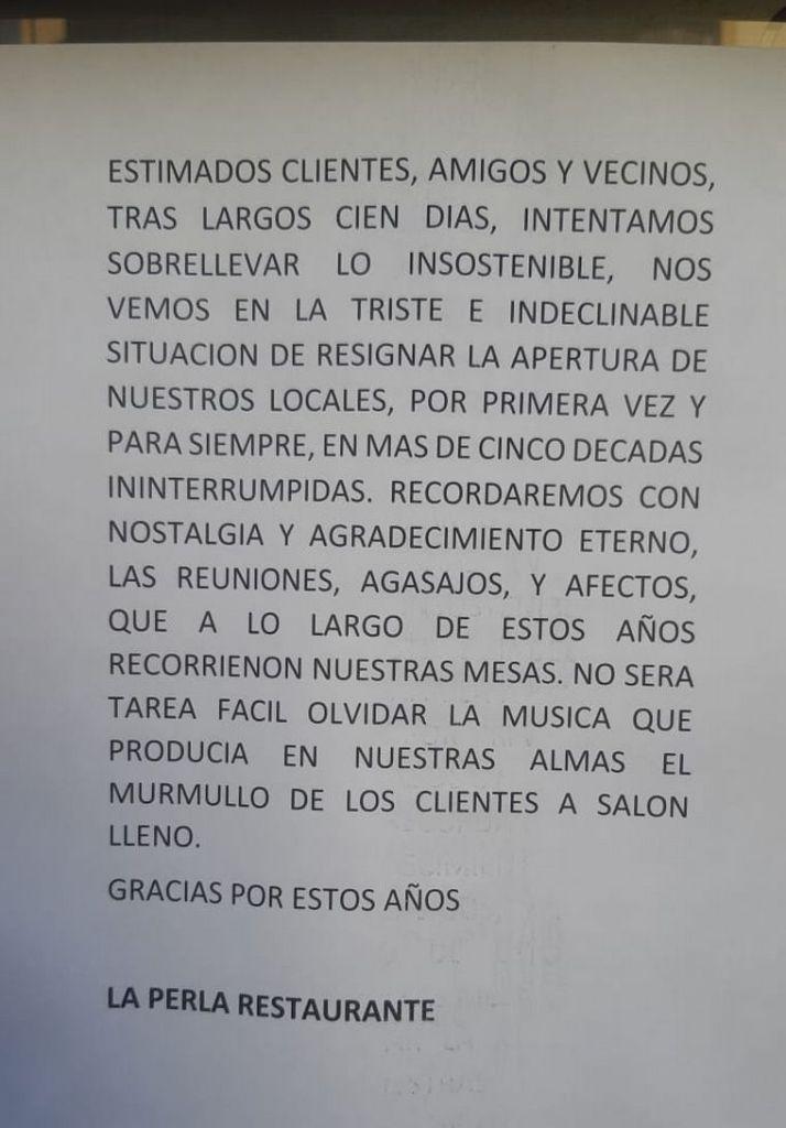 El cartel colgado por el cierre de La Perla