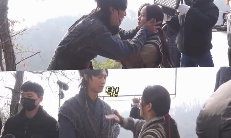 """Assista: Kim So Hyun e Na In Woo são românticos na câmera e divertidos fora da câmera no set de """"River Where The Moon Rises"""""""