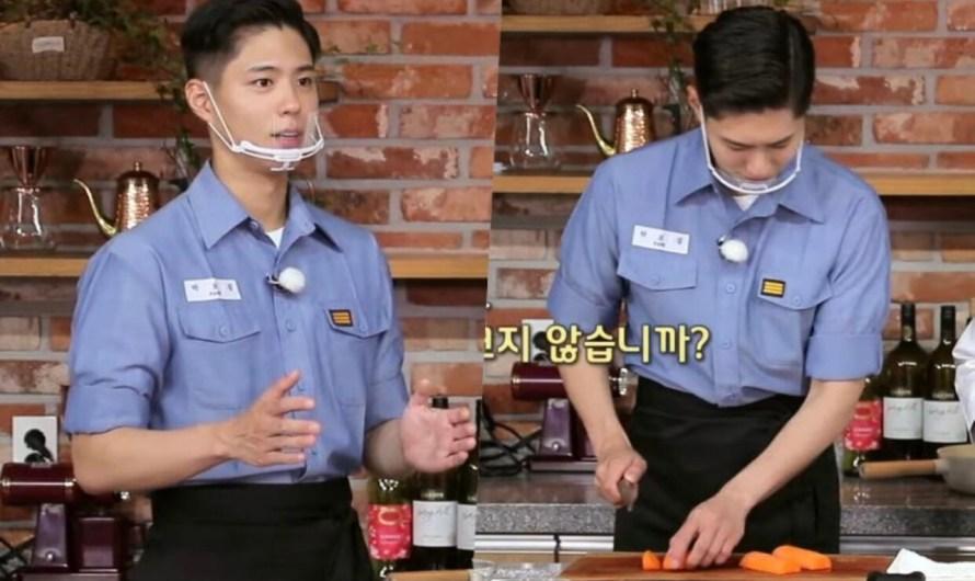 Park Bo Gum se transforma em chefe de cozinha para programa militar de culinária