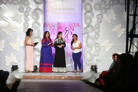 (L-R) Shivani Wazir   Neetu Pavan Manikatalia  Reynu Tandon awarding a student of Fashionista