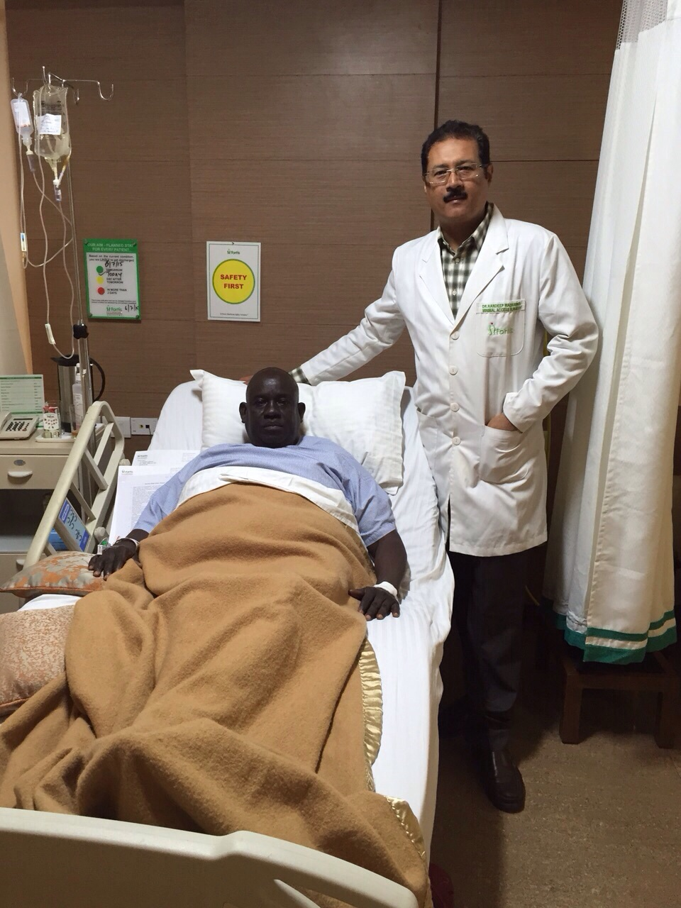 PR_Dr Randeep Wadhawan with the patient3