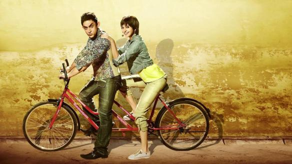 aamir_khan_anushka_sharma_in_cycle