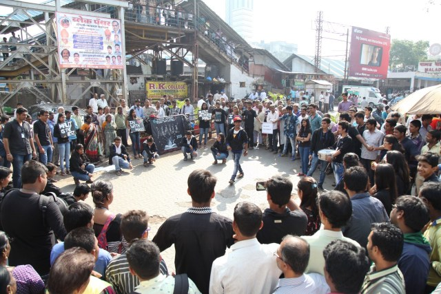 A Successful Street Play organized by the Students of Saraf College at Malad Railway station Mumbai (5)