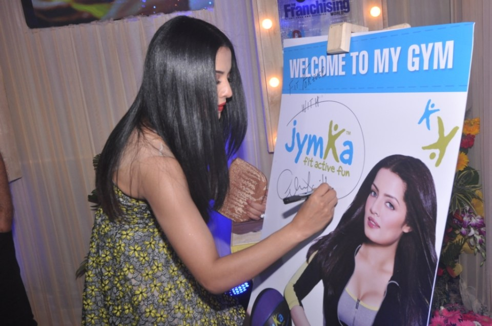 celina-jaitley-launching-jymka-family-fitness-club-at-franschise-india-show-_