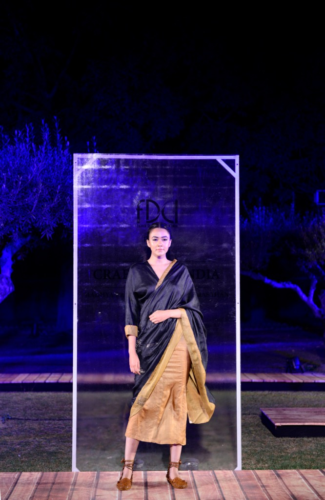 swati-kalsi-at-fdci-presents-crafted-in-india-representing-madhya-pradesh
