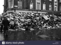 garbage-strike-left-piles-of-litter-and-garbage-in-central-london-eetx5j