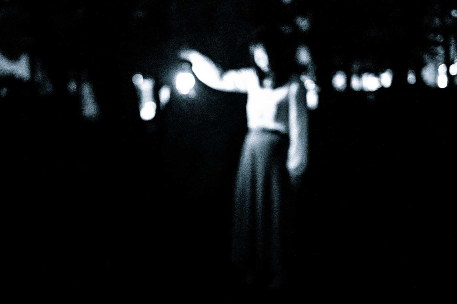 『夜中に飛び跳ねる女』|【狂気】人間の本当にあった怖い話