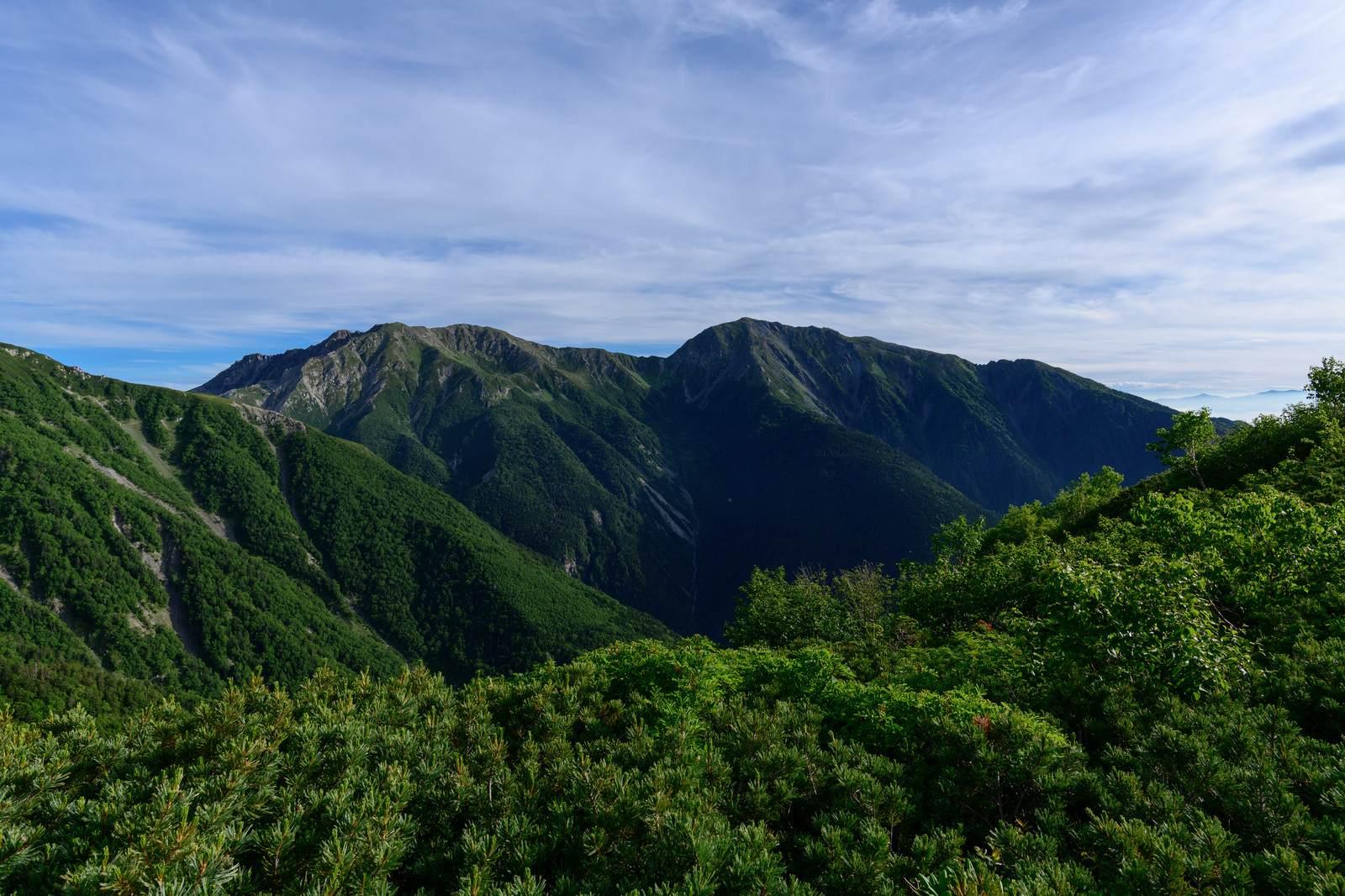 山にまつわる怖い話『真夜中の御在所岳』|洒落怖・山の怪談
