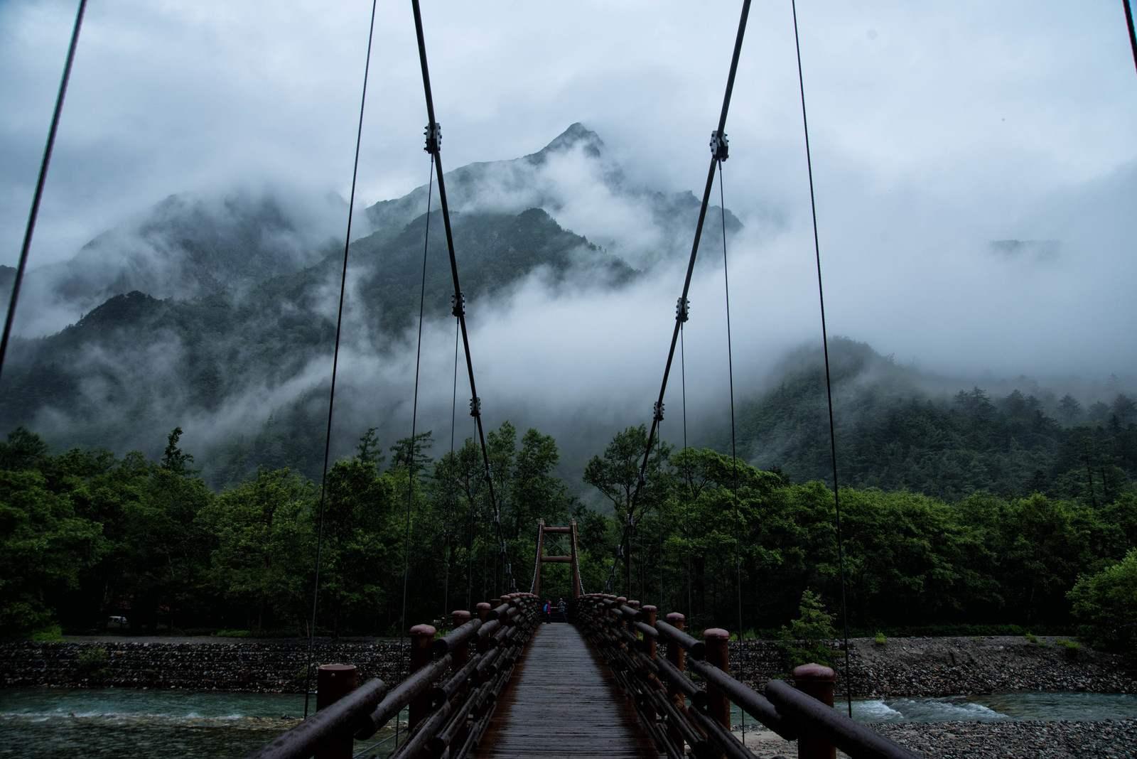 山にまつわる怖い話『橋の工事』|洒落怖・山の怪談