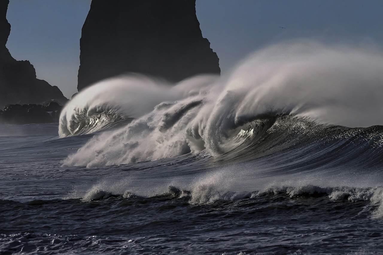 海にまつわる怖い話『海の魔物』|洒落怖・海の怪談