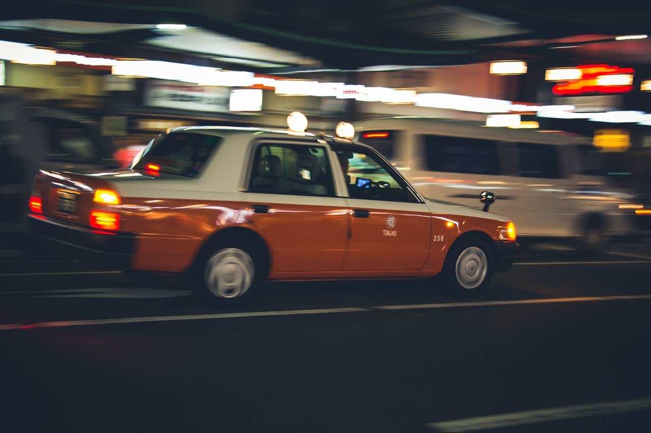 タクシーの怖い話『粘着質な喋り方』|人間の本当にあった怖い話