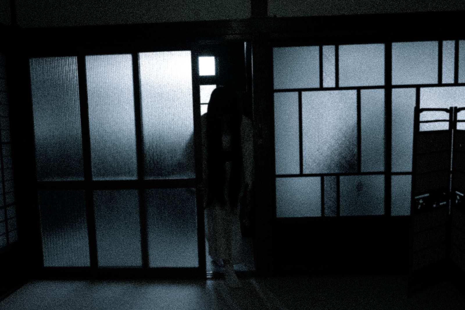 『部屋の中で見られてる』|【狂気】人間の本当にあった怖い話