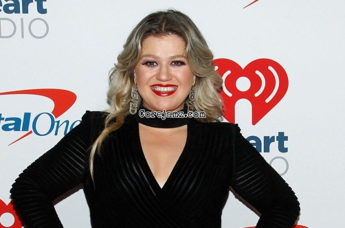 Kelly Clarkson Christmas Isn't Canceled (Just You) Mp3 Download