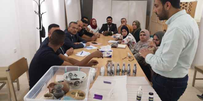 Training museum staff in Iraq in how to mark priceless heritage artefacts using SmartWater. Ali Al-Makhzoomi, Author provided