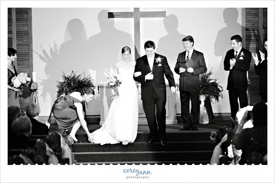 guest flash during wedding ceremony