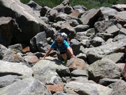 Kasper avoiding boulders