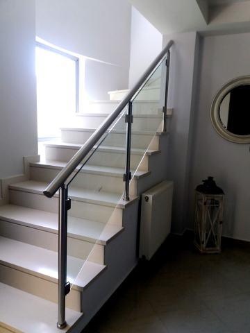 Γυάλινες σκάλες και στηθαία
