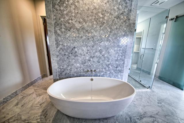 8901 Calera Dr Austin TX 78735-large-035-33-Master Bathroom-1500x1000-72dpi