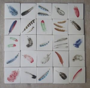 tegels in coproductie met Gerda van Kersbergen, veertjes