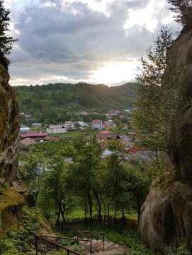 Drumul sper varful Corbii de Piatra