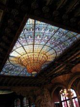 576px-vitrall_del_sostre_del_palau_de_la_mc3basica_catalana