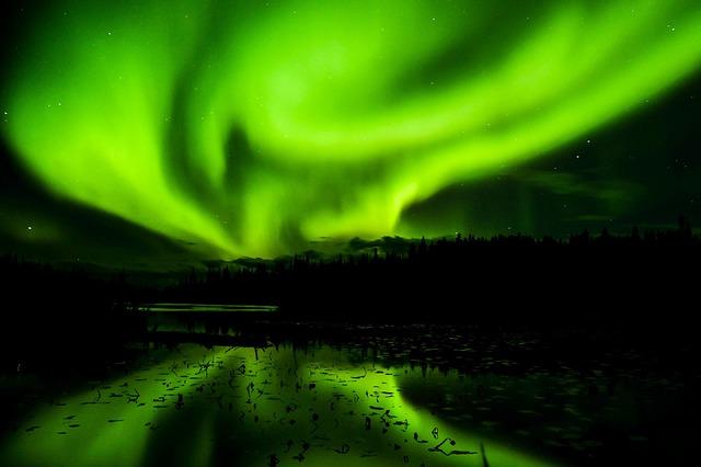 aurora-borealis-1066594_640