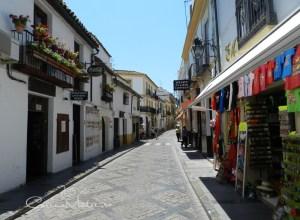 Córdoba ne așteaptă cu istorie și flori multicolore