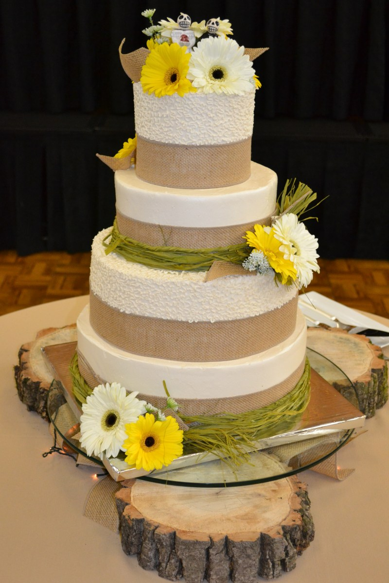 Country Chic Wedding  Corinne Alyse Cakes