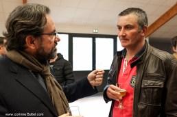 Frédéric LEFEBVRE en discussion avec un producteur laitier