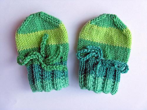 Sock Yarn Newborn Mittens (1/3)