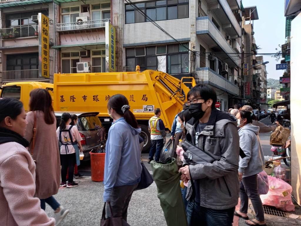 garbage disposal recycling Taiwan garbage trucks taking out the trash