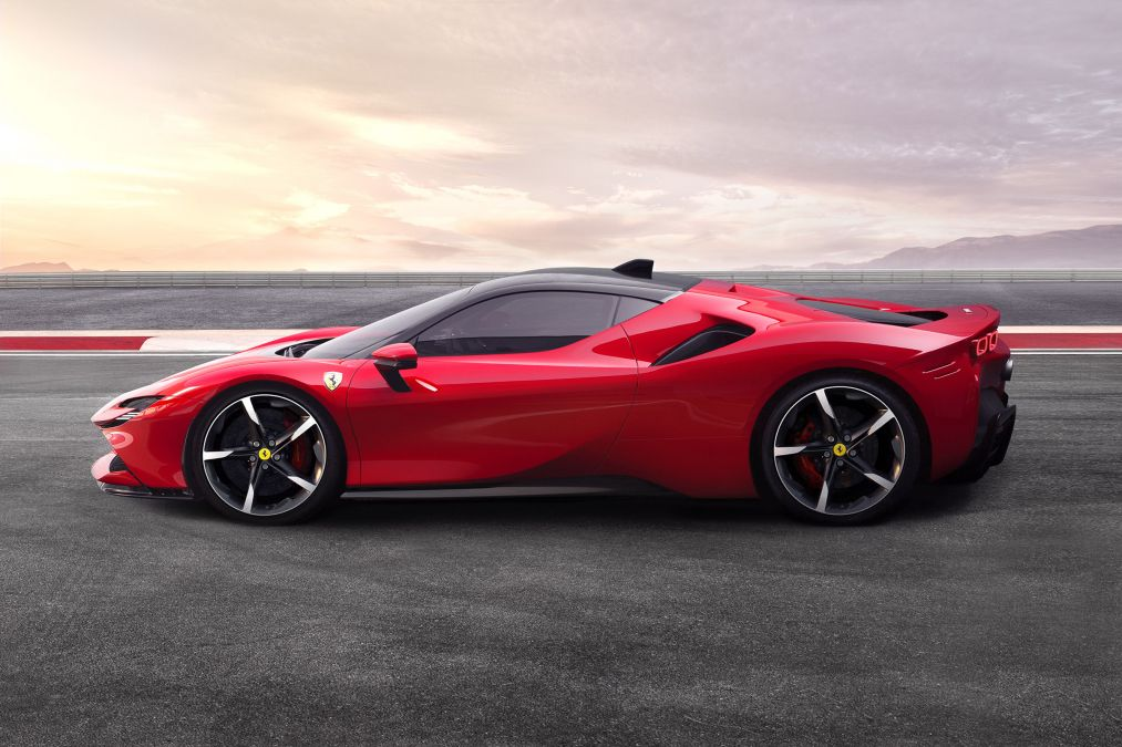 The new Ferrari SF90 Stradale seen from the side.