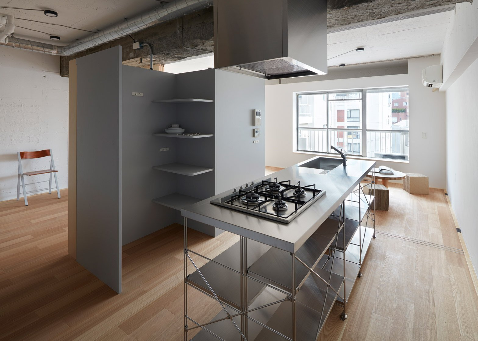 Das Beste Toyko Apartment Renovation Embraces Unfinished Style In Diesem Monat