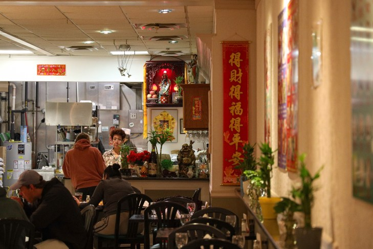 Pg-8-Dining-Hai-Hong-9-(Michael-Li-Senior-Photographer)