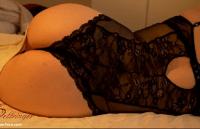 Filmando a Gostosa da mãe pelada na cama mostrando tudo e mais um pouco
