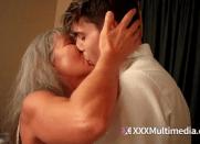 Velha Delícia da tia faz incesto com o seu sobrinho que estava dormindo