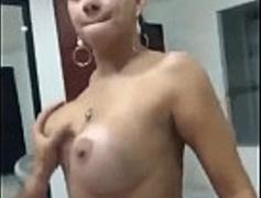 Brasileira Fabiola Gostosa metendo gaia no marido dentro do Motel