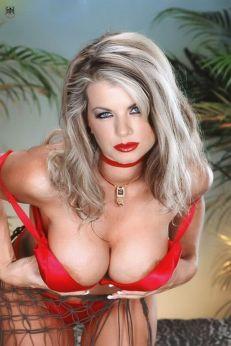 Vicky Vette 02