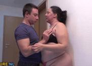 Filho conduziu a Mãe Gordinha até o quarto para fazer um foda proibido