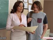 Professora safada e Peituda entrando em um acordo com o aluno para ele não ser mais reprovado