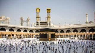 السعودية تحدد كيفية أخذ تصاريح العمرة والصلاة وتقرر رفع الطاقة الاستيعابية للمسجد الحرام..