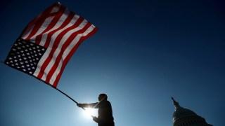 الولايات المتحدة ترفع قيد الكمامة عن المحصنين ضد كورونا
