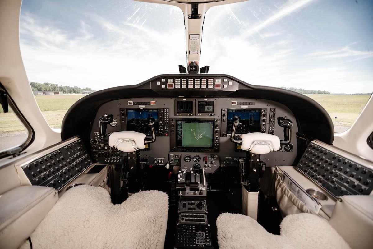 100GG Cockpit