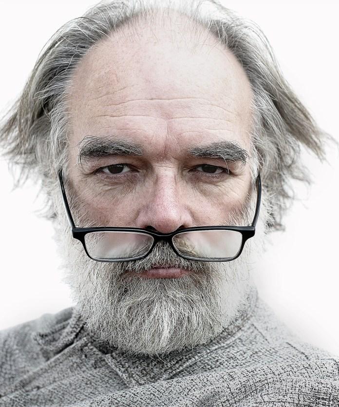 Homme 50aine avec des lunettes
