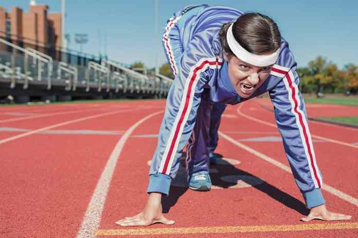 Femme se préparant à courrir