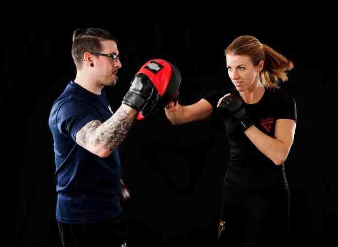 Femme qui boxe