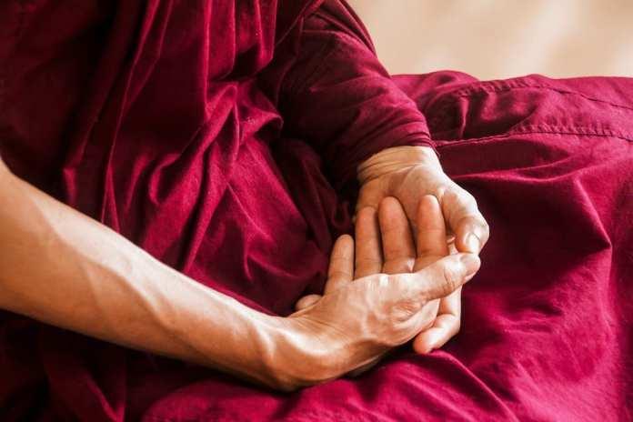 Mains de moine zen